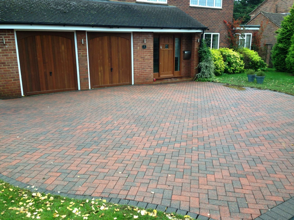 Revive your driveway with smart exterior cleaning s cost for Best way to clean driveway